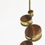 Pendant 4 ronds, Cacha's wood and brass, 2016 (Collection Fragile Jamaica / Cacha)