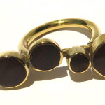 Ring 4 ronds on a line, lignum vitae wood and brass, 2016 (Collection Fragile Jamaica, Lignum Vitae)