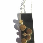 Fragile Jamaica - Lignum, pendant, 6 ronds on a rectangle, worn vertically, 2016