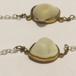 2 bracelets, 1 shell from Treasure Bach on a chain, 2016 (Collection Fragile Jamaica / Shell)