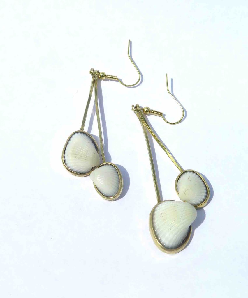 Fragile Jamaica, shells, earrings 2 shells long, 2015 2l