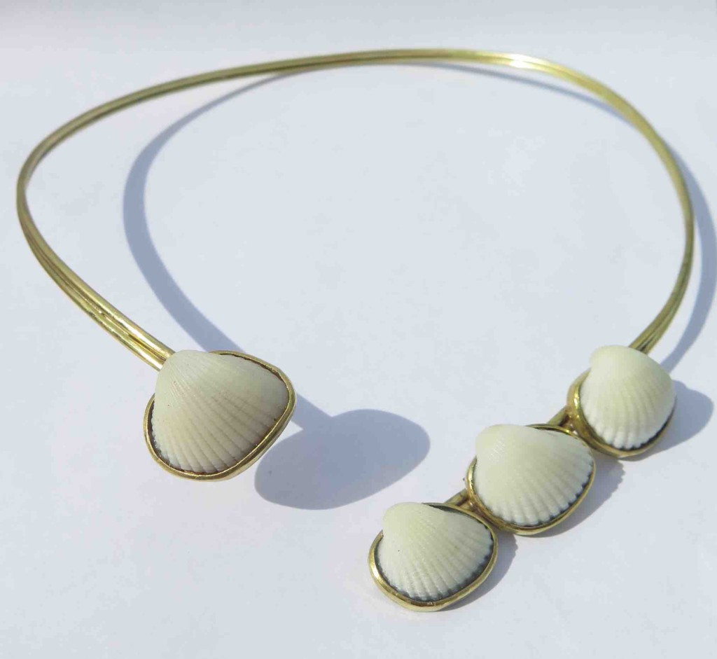 Fragile Jamaica, shells, necklace 4 shells, 2015 l