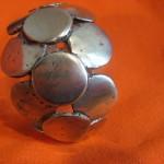 petits points, bronze, 2006, adopté comme presse papier